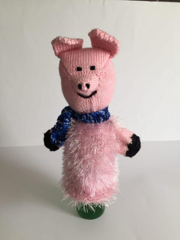 Flaschendeko Schweinchen gestrickt Handarbeitseckle
