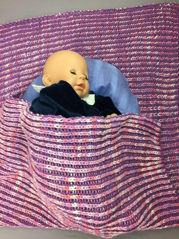 gestrickte Babydecke handgestrickt Handarbeitseckle